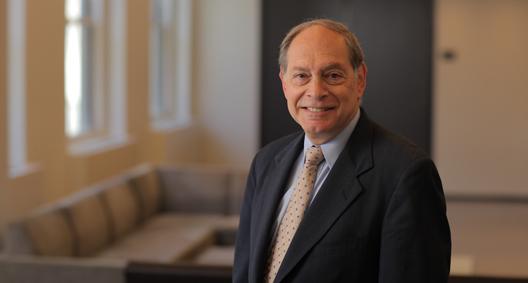 Irving Picard - prawnik odzyskujący pieniądze z piramidy